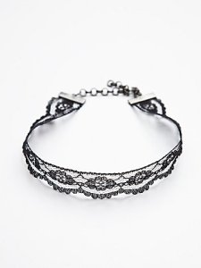 Lace Choker Necklace: Period Drama Style