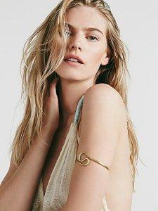 Swirl armband in gold