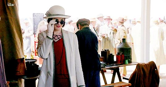 Downton Abbey Season 6 Fashion: Lady Mary with Sunglasses